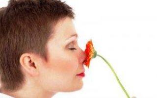 Появление неприятного запаха мочи у женщин при климаксе: причины, симптомы и варианты лечения