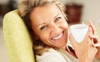 Какие лекарственные травы и сборы принимать при климаксе у женщин, а также что пить от приливов при менопаузе