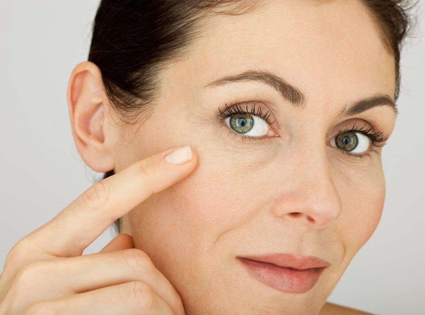 Какие маски от морщин вокруг глаз делать после 40 лет?