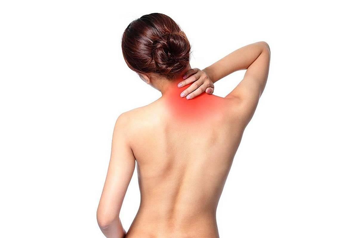 Как избавиться от горба сзади на шее у женщин. упражнения, массаж, липосакция, операция