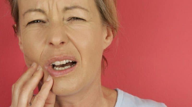 Боль и отек нижней челюсти