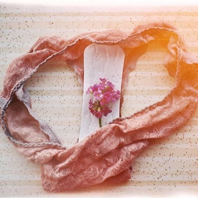 Почему в менструальных выделениях появляются напоминающие печень сгустки