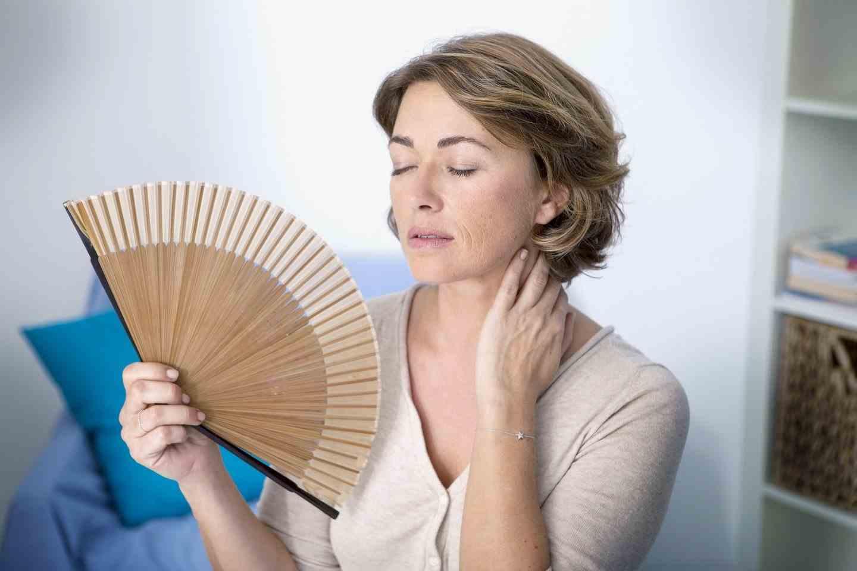 Причины озноба и жара перед месячными