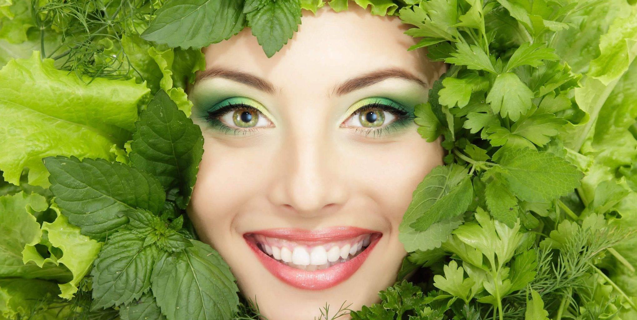 Петрушка для кожи лица — лучшие маски, отвар и масло