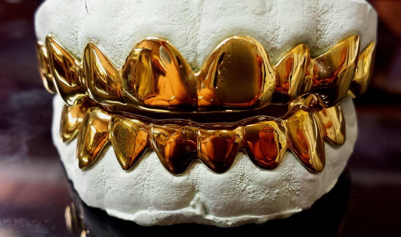 Коронки на зубы металлические