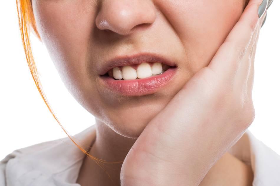Как лечить повышенную чувствительность зубов: эффективные средства, терапия в домашних условиях народными методами