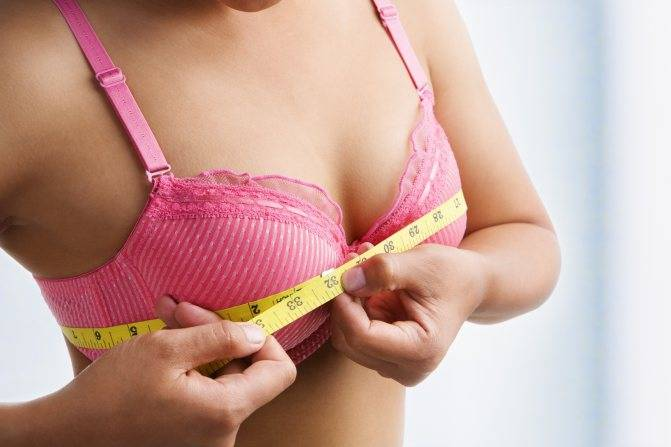 Во сколько лет начинает расти и как растет грудь у девочек?