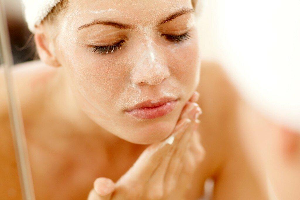 Как подготовить кожу к пилингам: важность и нюансы допилинговых процедур