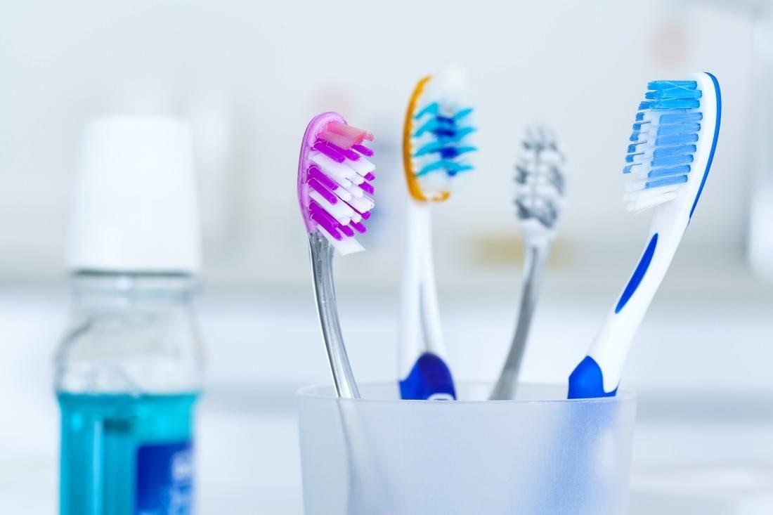 Почему и как часто нужно менять зубную щетку