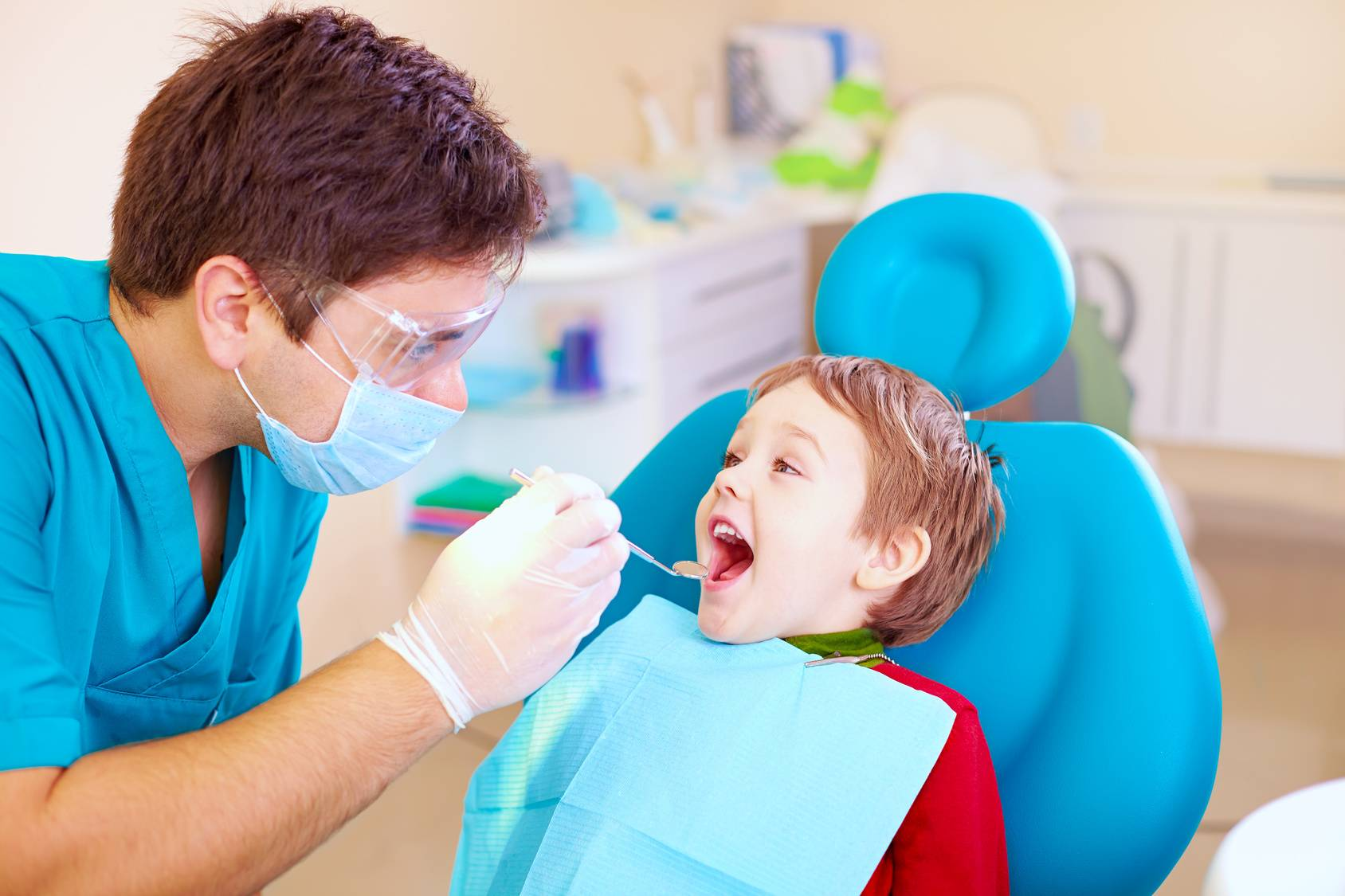 В чем польза фторирования зубов у детей?