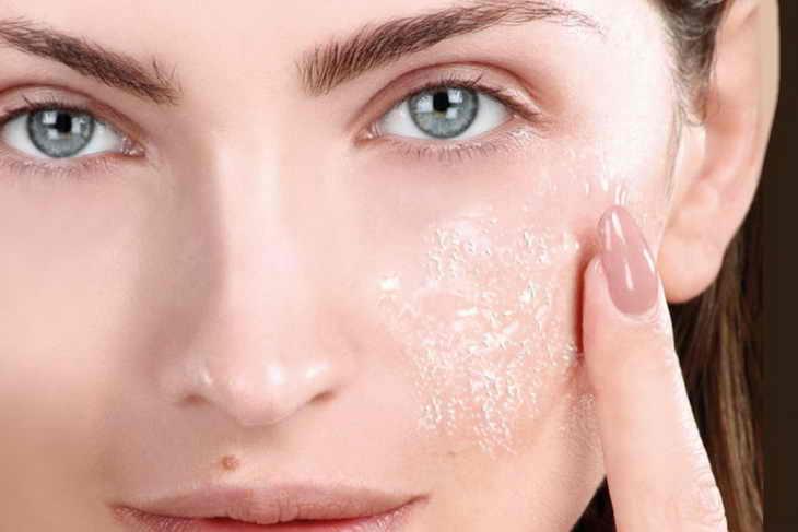 Что делать, если кожа на лице шелушится и очень сухая, причины сухости и шелушения