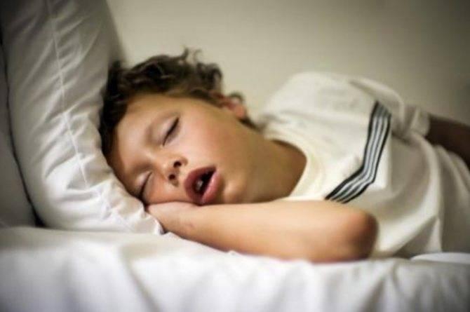 Почему у человека во сне текут слюни: причины и эффективное лечение