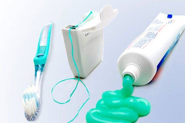 Нужно знать каждому: правила ежедневного ухода за зубными щетками