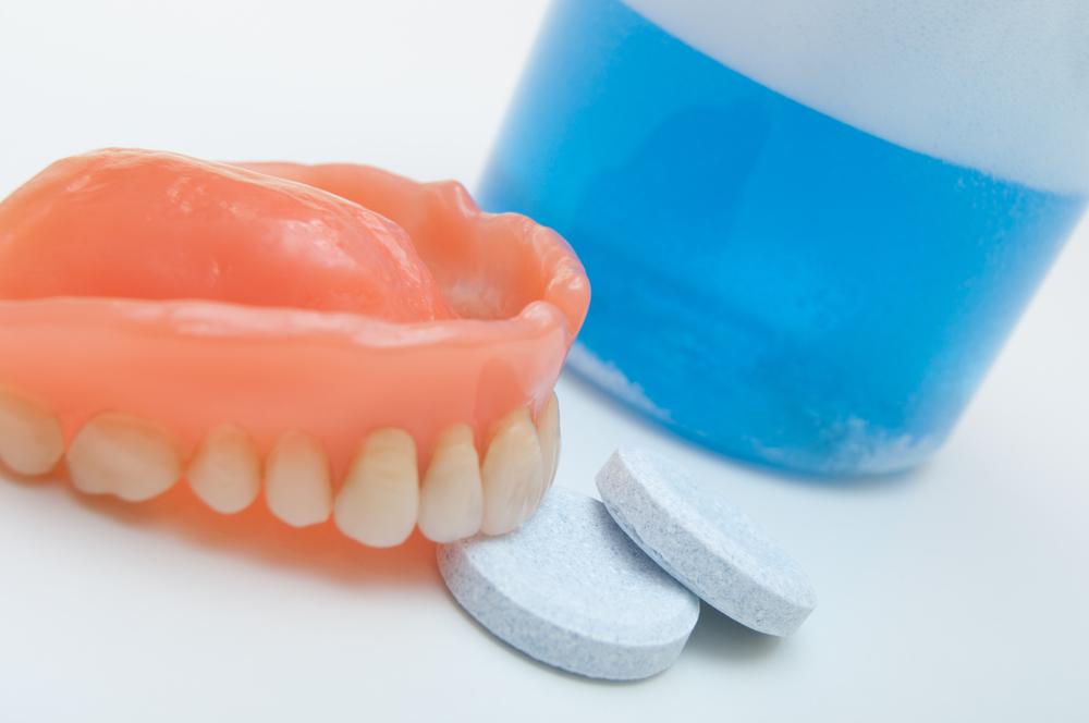 Как правильно ухаживать за зубными протезами? полезные советы и рекомендации