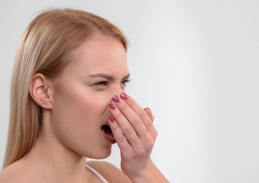 Причины неприятного запаха от десен