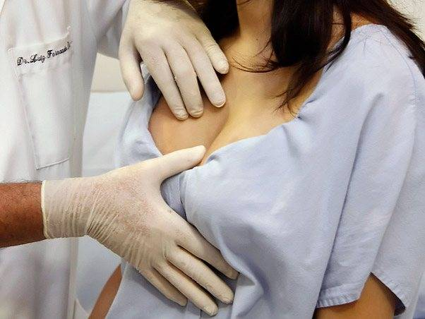 Нужно ли менять импланты молочных желез: срок годности, причины для замены