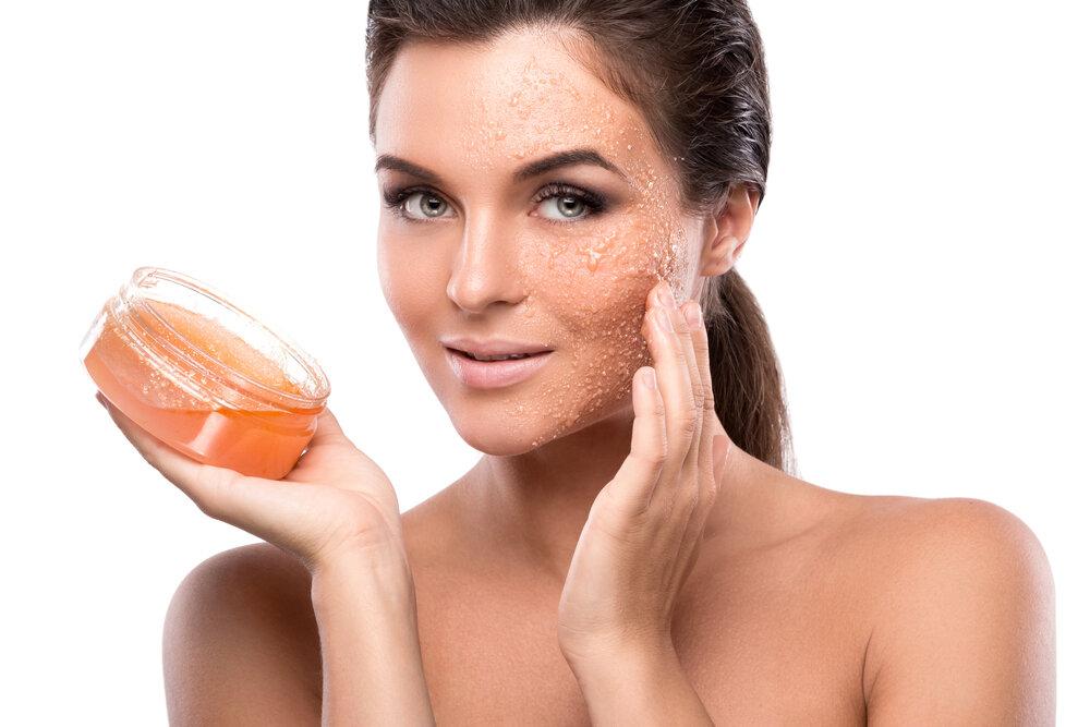 Пилинги или скрабы для лица: что лучше использовать для очищения пор