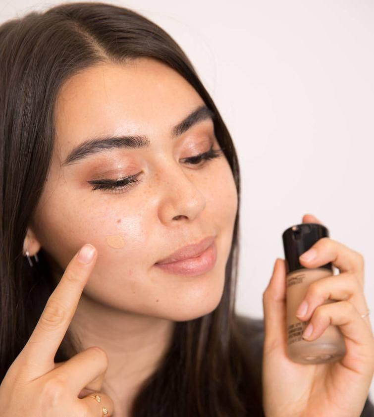 Как правильно наносить макияж на лицо?
