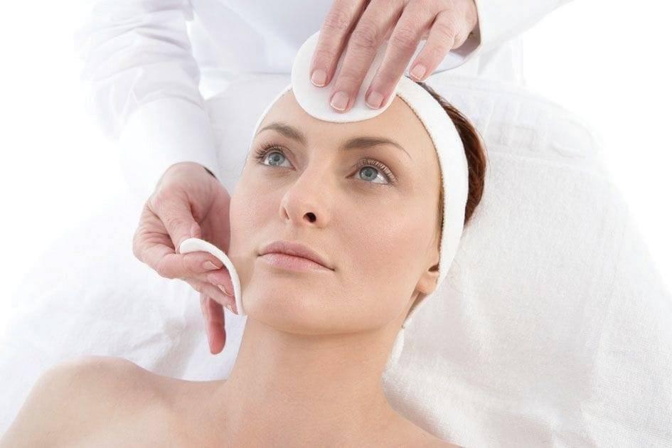 Какие современные косметические процедуры для омоложения лица необходимы женщине после 50 лет без операции: советы косметолога, описание процедур