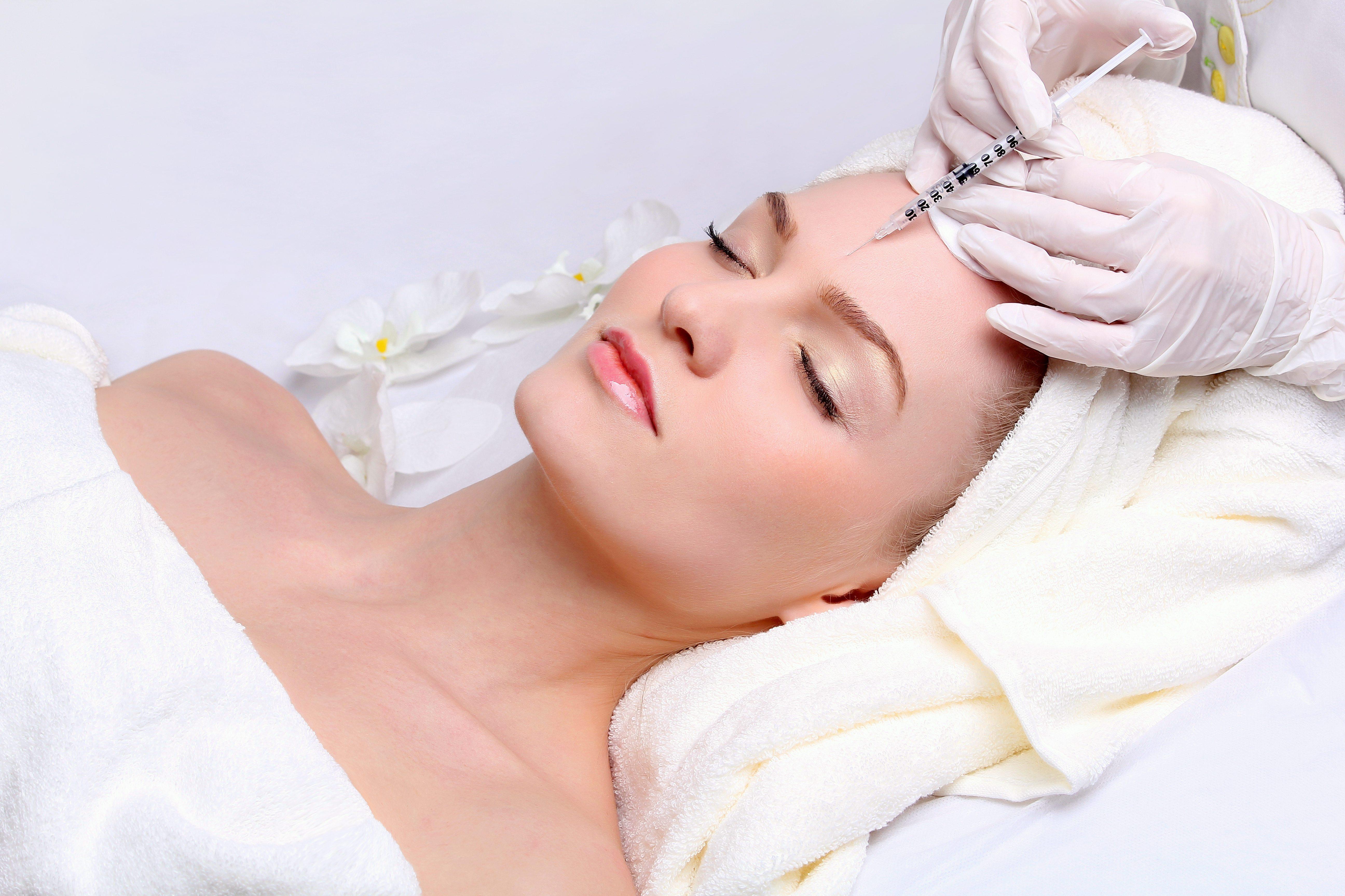 Особенности проведения лифтинга лица и какие 15 омолаживающих процедур могут нам предложить в косметическом салоне