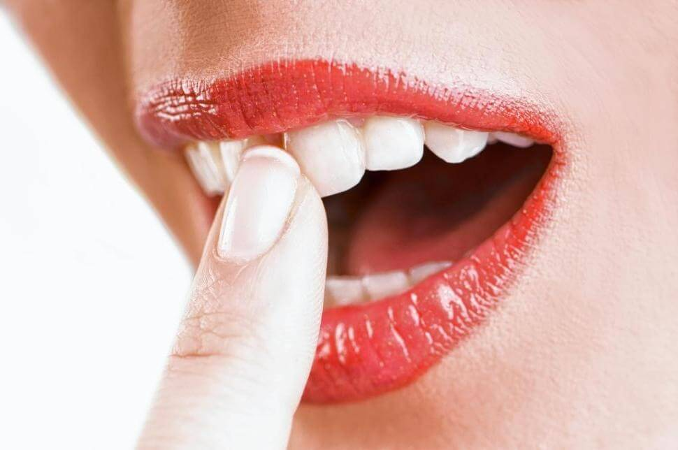 Шатаются зубы – в чем причина и что предпринимать?