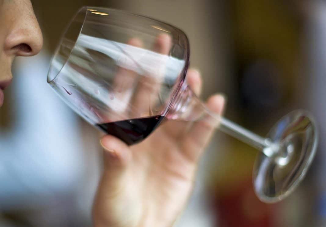 Кому праздники, а кому и нет: можно ли пить алкоголь при химиотерапии?