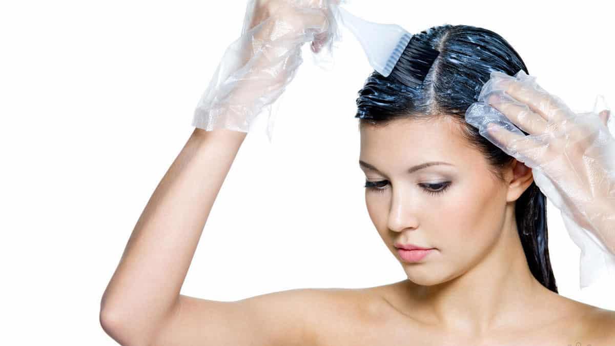 Последствия и риски окрашивания волос во время менструации