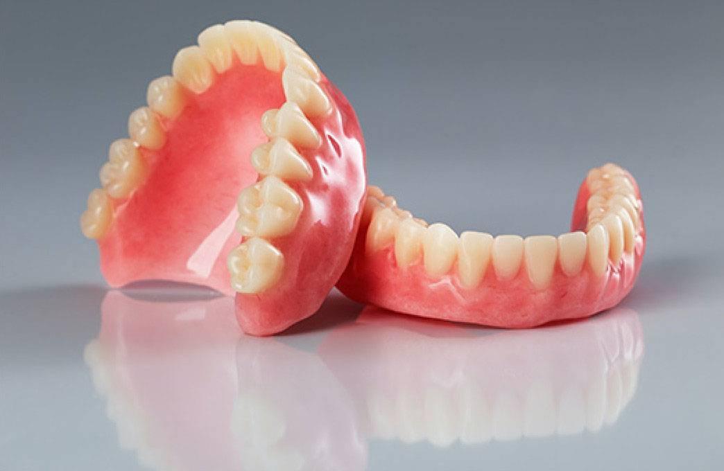 Не можете привыкнуть к съемным зубным протезам?