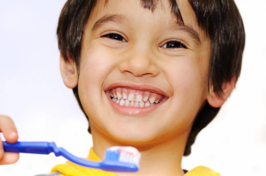 Как правильно ухаживать за молочными зубами малыша?
