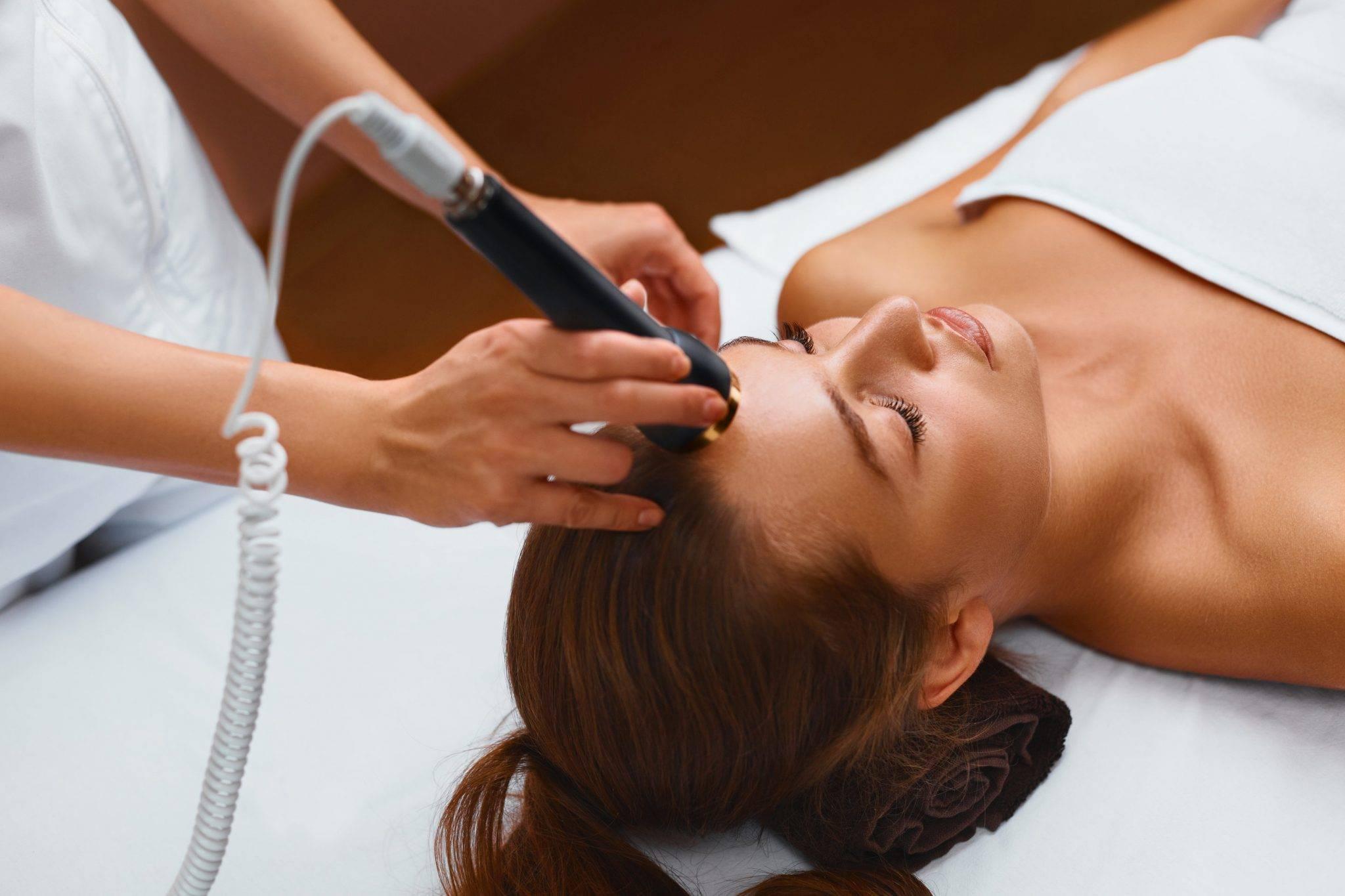 Гальваническая чистка лица – безболезненный метод