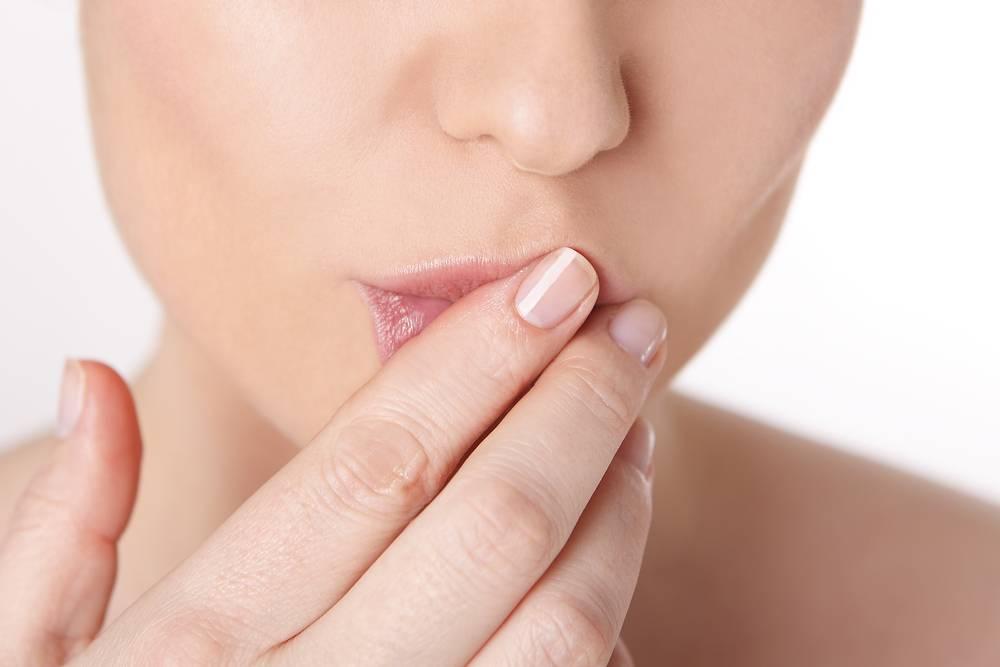 Сохнут губы: причины, что делать
