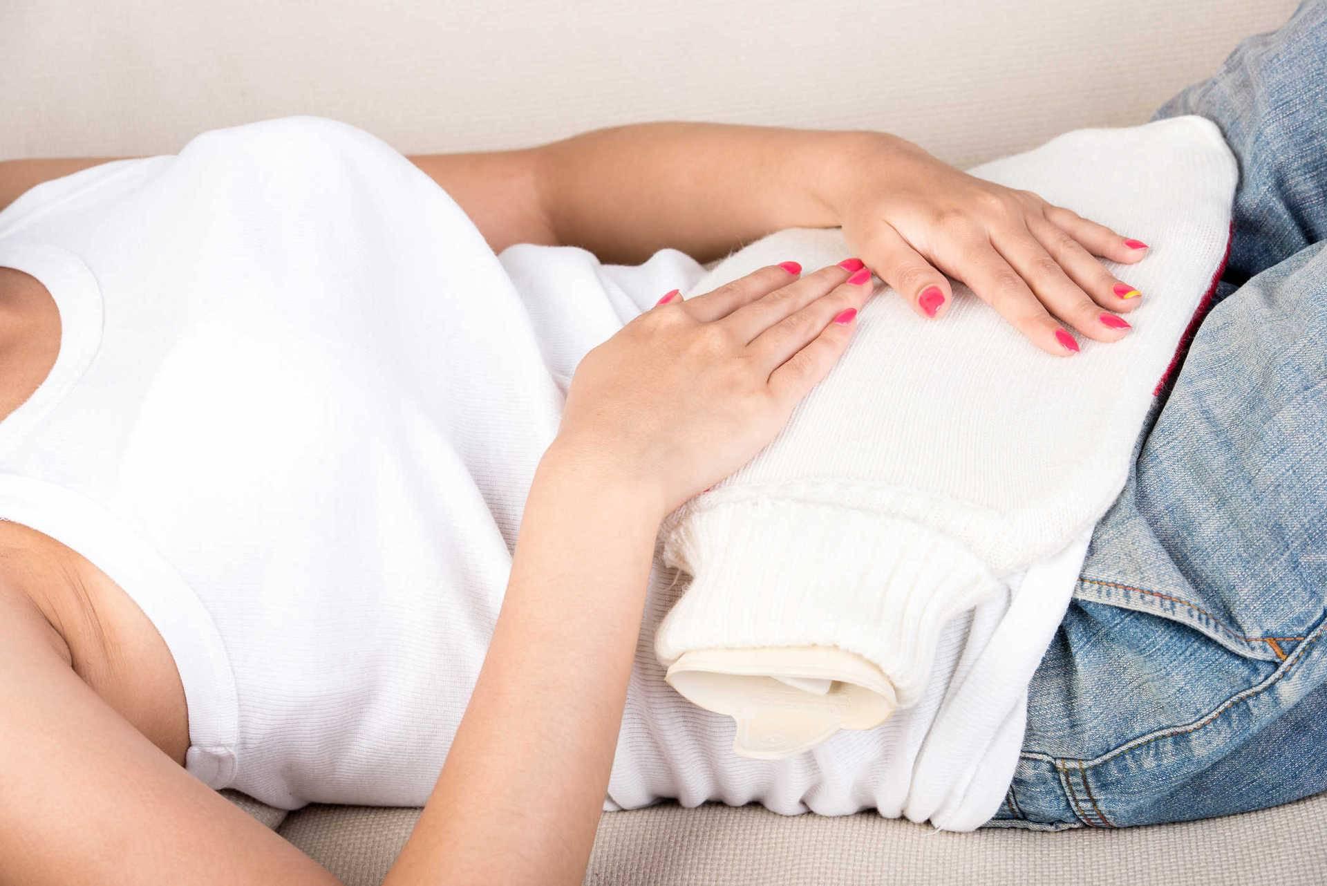 Причины болей в животе в первые дни менструации