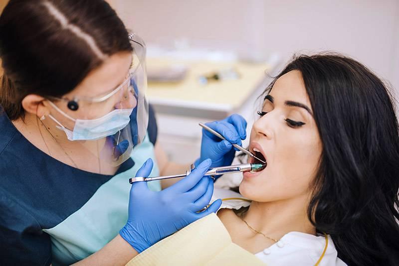 Через сколько отходит анестезия зуба после лечения, и что сделать, чтобы заморозка быстрее прошла?