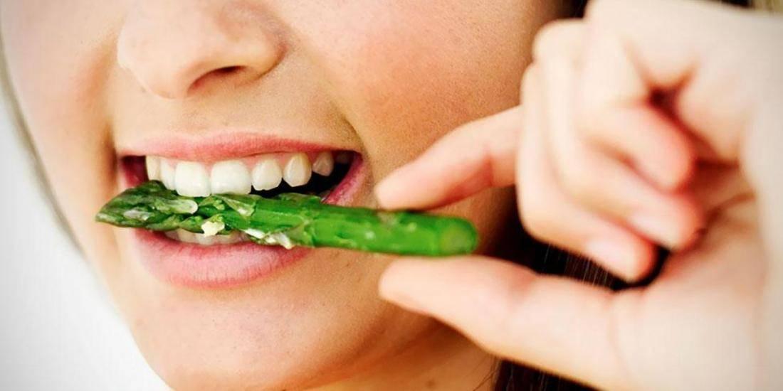 Неприятный запах изо рта у взрослых или галитоз: причины и варианты лечения