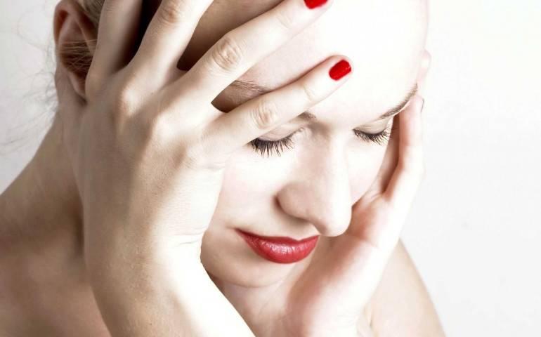 С чем связана головная боль во время месячных, до или после них? как облегчить состояние и предотвратить следующий приступ?