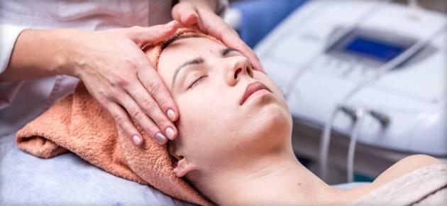 Что такое брашинг лица и как это помогает оставаться красивой без особых затрат
