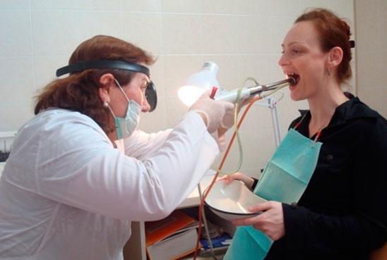 Промывание миндалин при тонзиллите