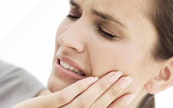 Почему болит горло после удаления зуба мудрости