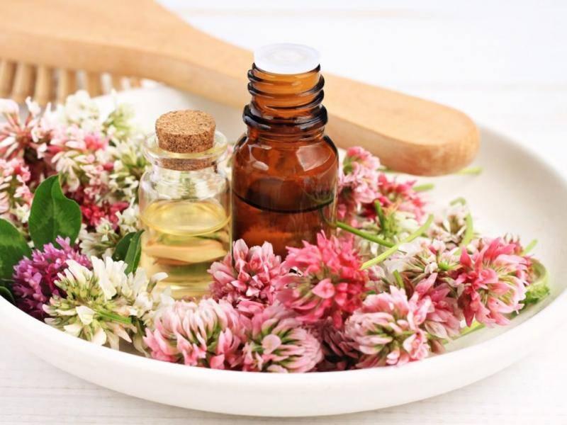 Эфирное масло розы: применение и состав. полезные свойства розового масла в медицине и косметологии. домашние рецепты и лечение эфирным маслом розы