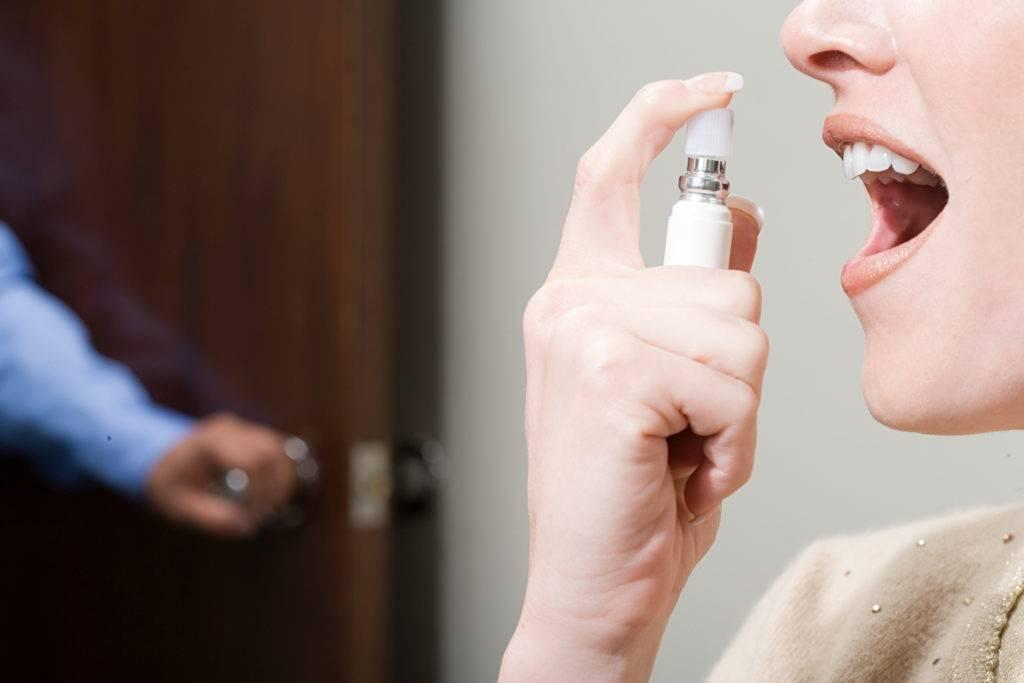 Как навсегда избавиться от запаха изо рта в домашних условиях