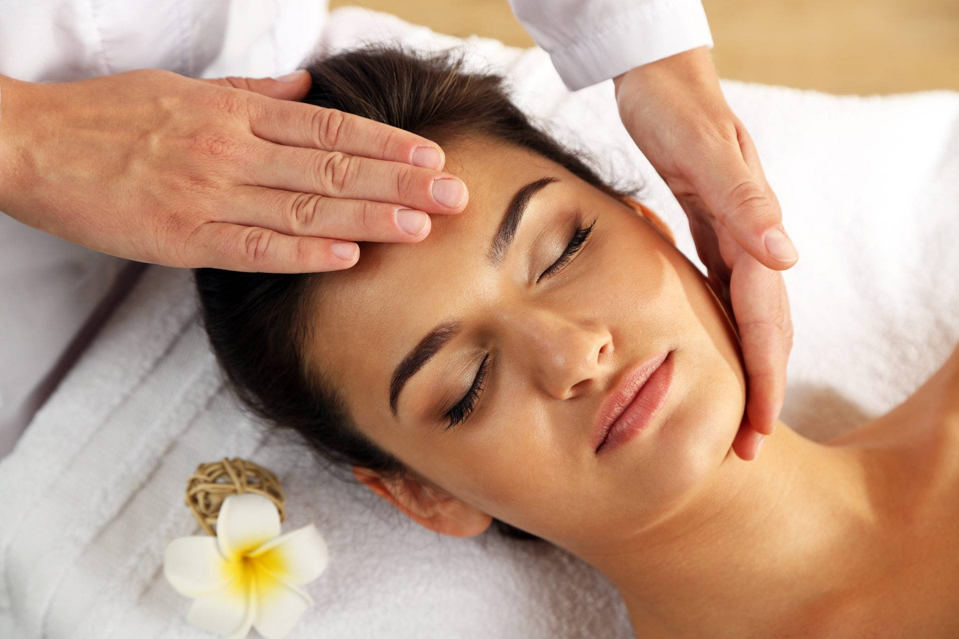 Глубокий массаж лица — польза или вред для здоровья