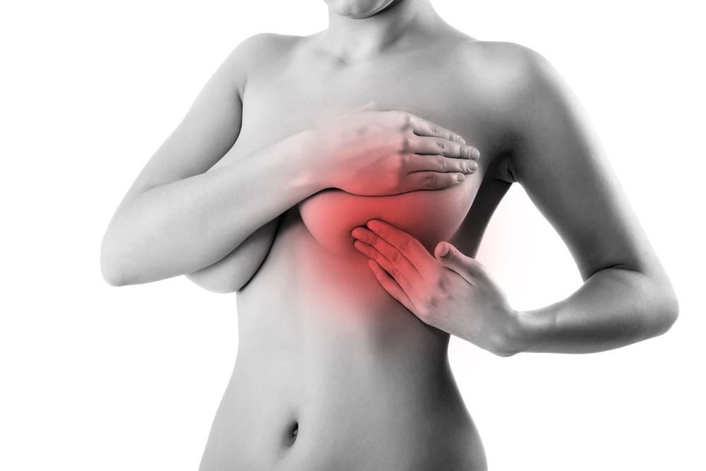 Боль при надавливании на грудь: причины и тревожные симптомы