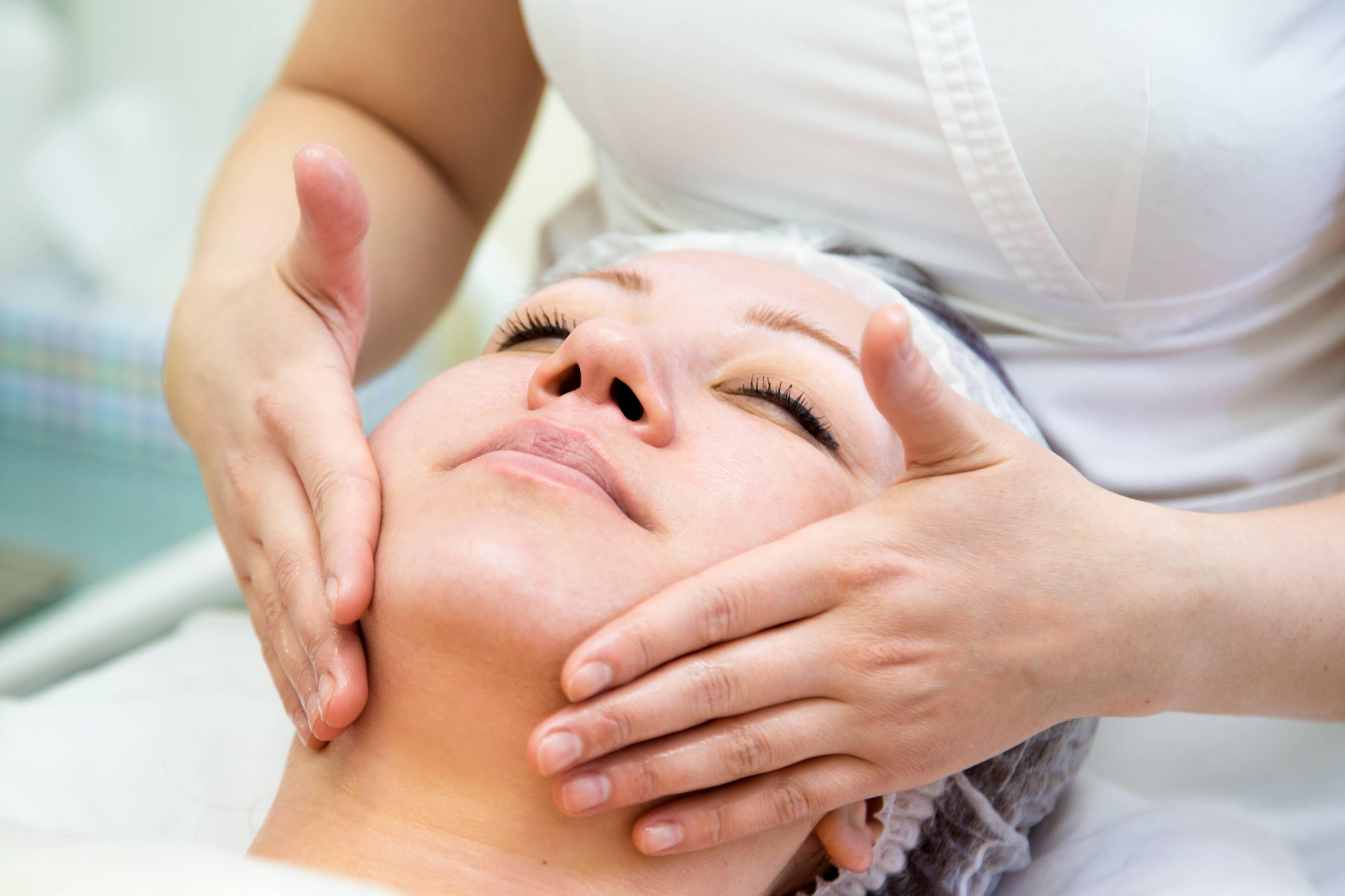 Инновационная методика омоложения лица — буккальный массаж