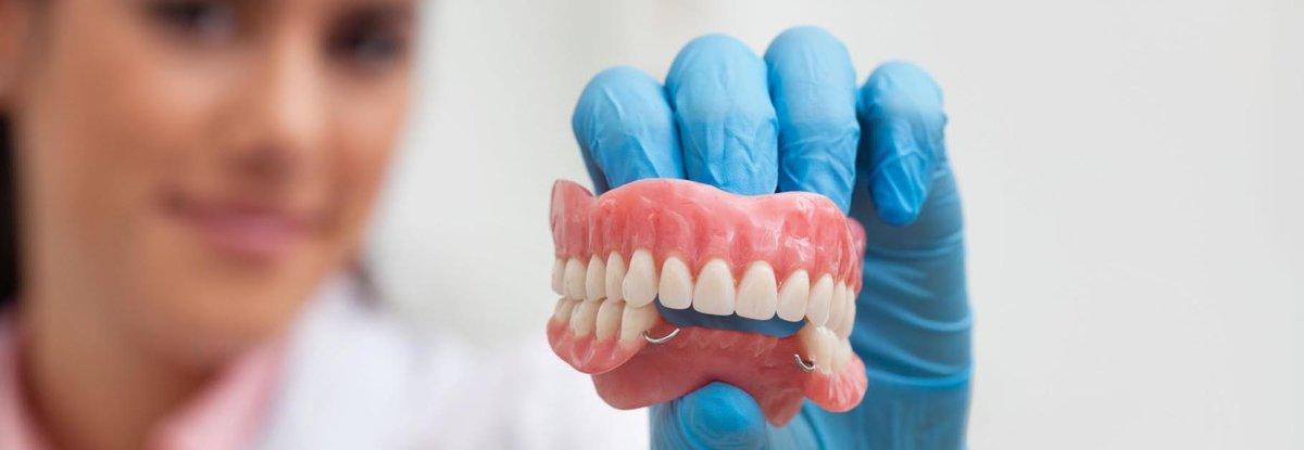 Какие существуют способы привыкания к съемным зубным протезам