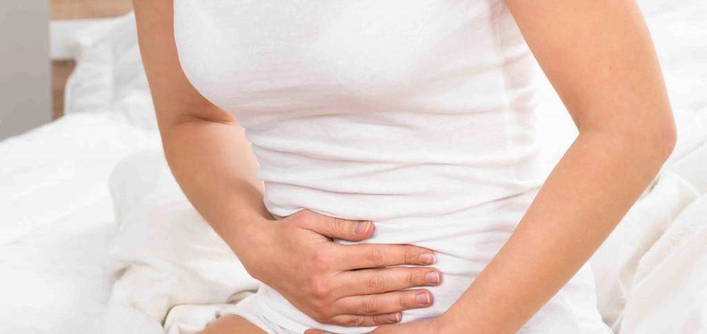 Почему перед месячными болят молочные железы?
