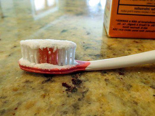 Стоит ли чистить зубы содой: польза и вред популярного средства отбеливания