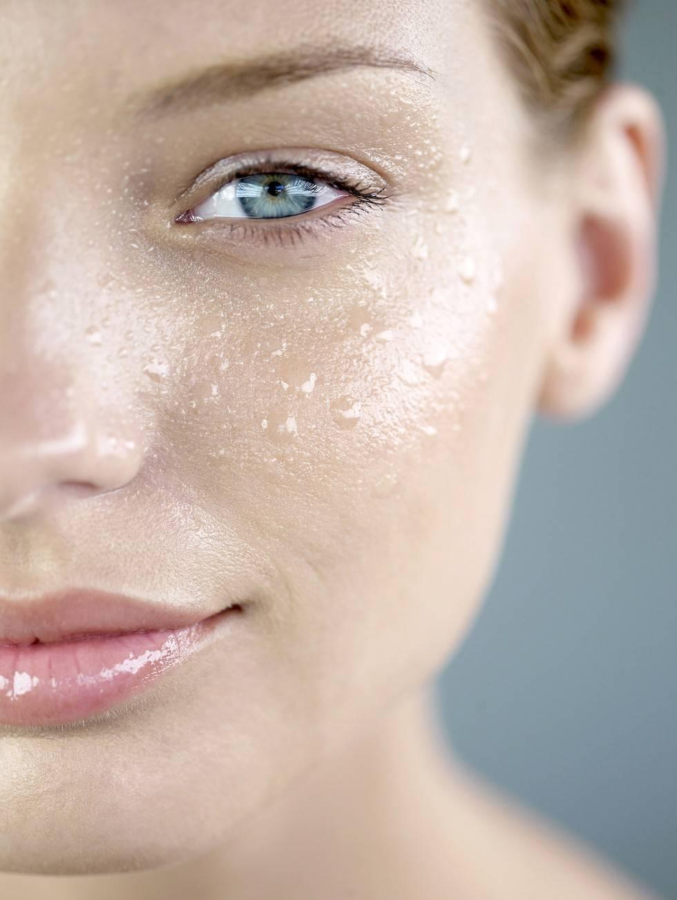 Как бороться с жирностью кожи (и надо ли это делать)