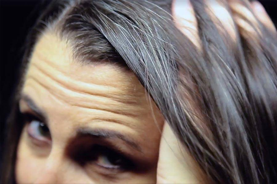 Почему седеют волосы и как бороться с этой проблемой?