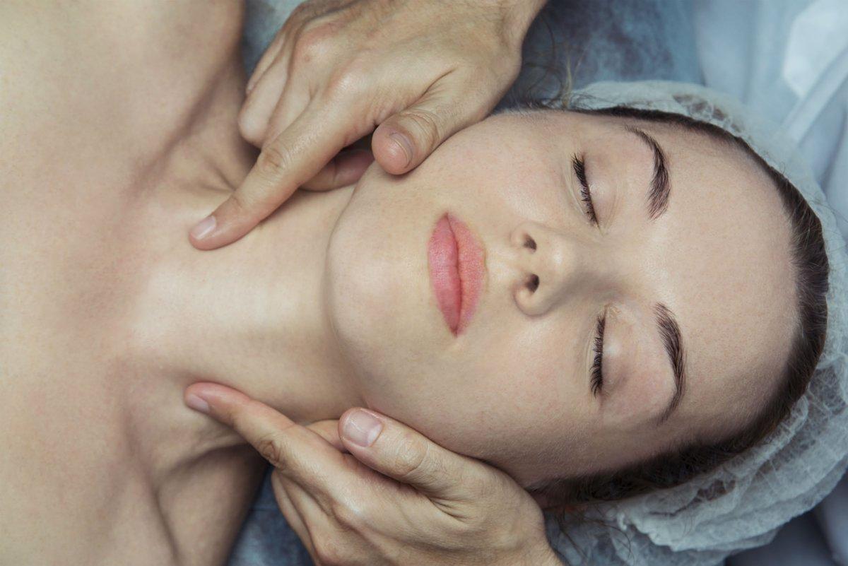 Пластический массаж лица — его преимущества и результаты
