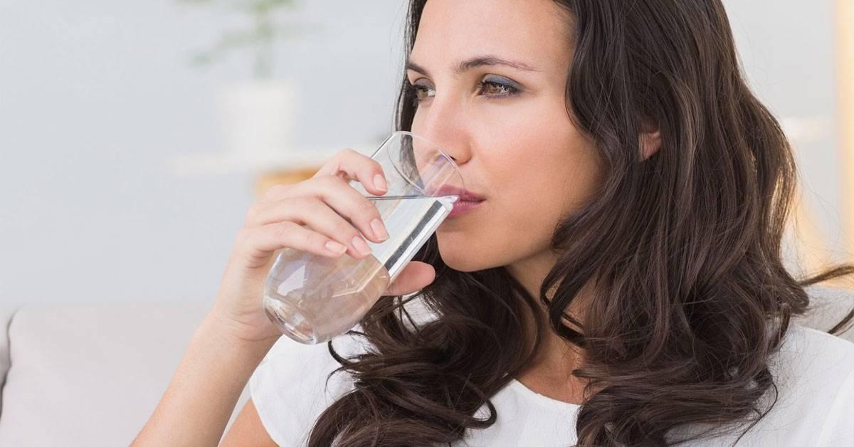 Почему во рту может быть кислый привкус и что это может значить?